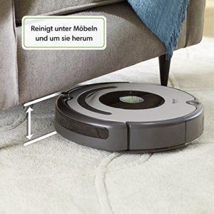 Roomba 615 reinigt unter Möbeln